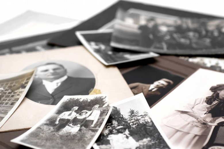Polacy bardzo chętnie poszukują swoich korzeni, w czym wydatnie pomagają im internetowe portale genealogiczne i cyfrowe bazy danych.