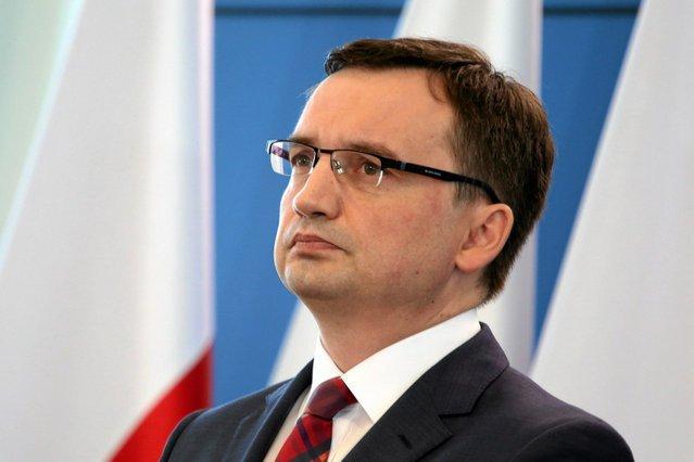 Środowisko sędziowskie bojkotuje reformę KRS Ziobry.