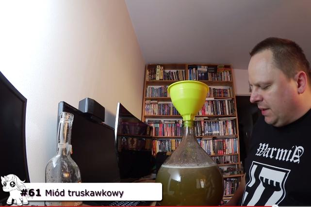 Jerzy Mackiewicz robi domowe wina