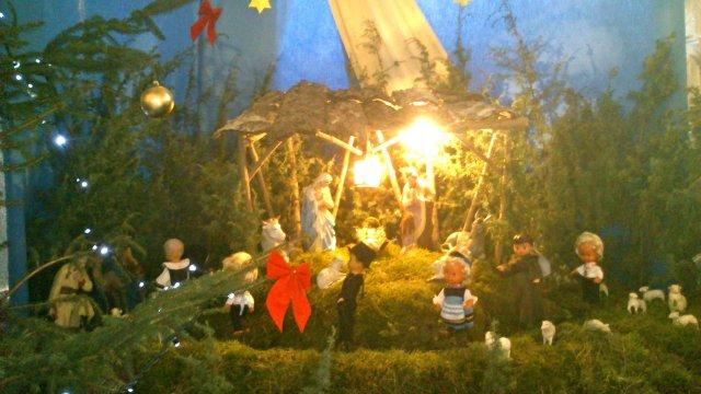 Tradycyjny żłóbek w kościele karmelitów bosych w Zamartem