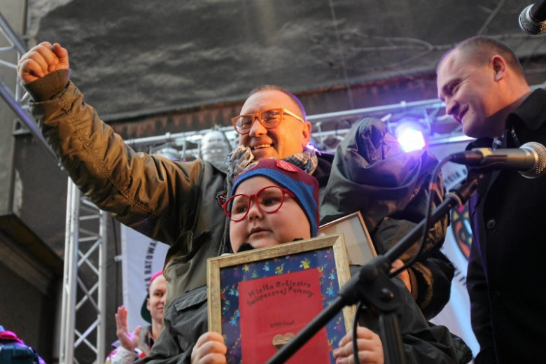 14 stycznia 2014 r. przed blokiem Łukasza Berezaka w Szczecinie ustawiono scenę – przyjechał Jurek Owsiak i wiele gwiazd, które zagrały koncert specjalnie dla niepełnosprawnego 10-latka.