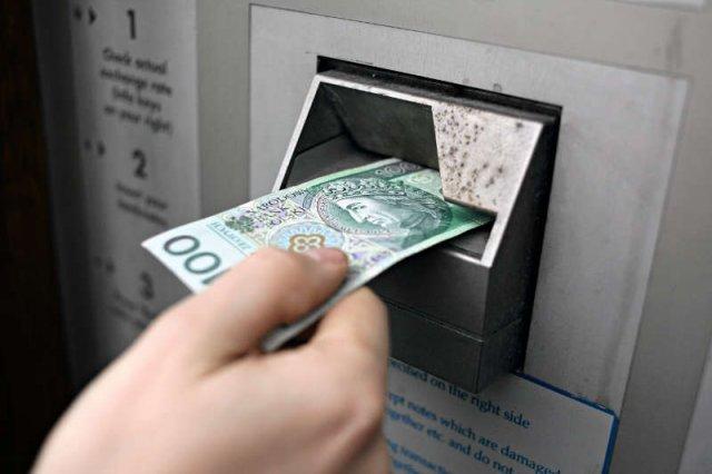 Polskie banki mają jedne z najwyższych prowizji i opłat w regionie? Goldman Sachs atakuje polski sektor bankowy