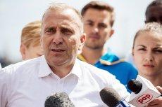 Przewodniczący Platformy Obywatelskiej Grzegorz Schetyna ocenił, że już wiadomo, komu zależało na podsłuchiwaniu wpływowych polityków poprzedniej ekipy rządzącej.