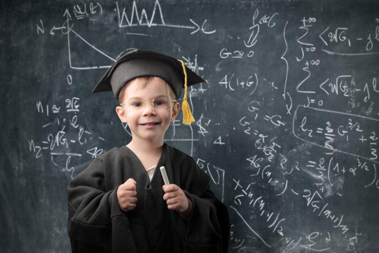 Czytanie i zdolności matematyczne siedmiolatka to gwarancja sukcesu w dorosłym życiu