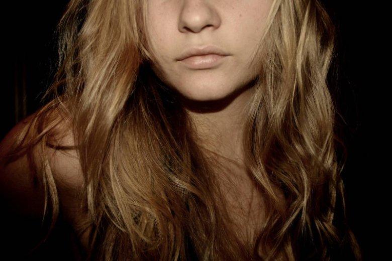 NIeład artystyczny sprawdzi się na włosach podatnych i kręconych. Wystarczy kropla olejku, a reszta się jakoś ułoży