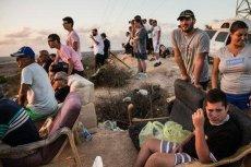 Izraelczycy obserwują ataki na Strefę Gazy.
