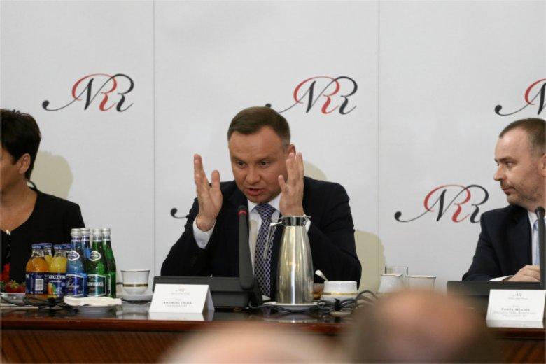 Prezydent Andrzej Duda nie może zbytnio liczyć na wsparcie swoich kolegów z byłej partii w sprawie referendum konsultacyjnego dot. zmian w konstytucji.