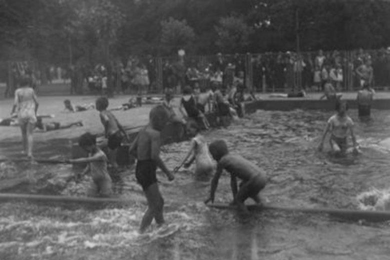 Kąpiele w Ogrodzie Saskim dziś wydają się niewyobrażalne
