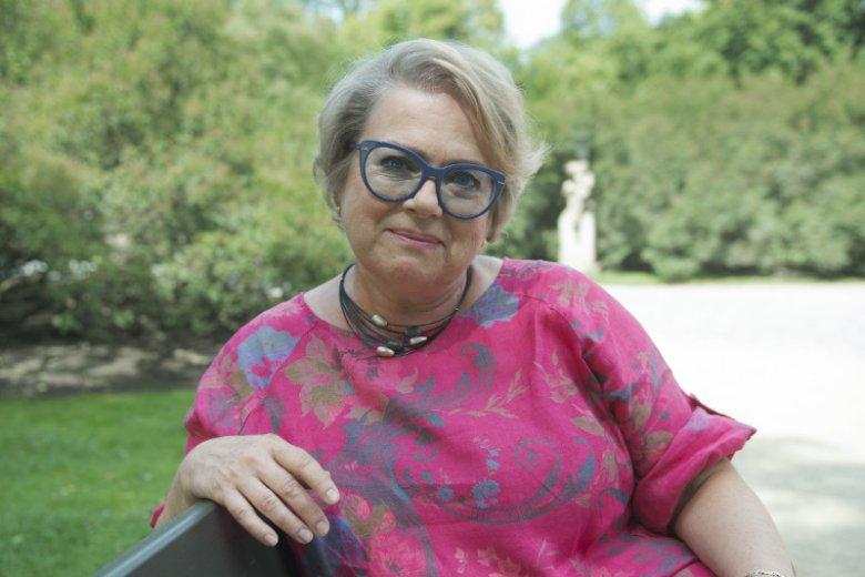 Małgorzata Kalicińska to autorka bestsellerowych powieści dla kobiet m.in. serii ''Rozlewisko'' i ''Trylogia Marianny''. 19 września nakładem wydawnictwa Burda Książki ukaże się jej najnowsza powieść obyczajowa pt ''Miłość na walizkach''
