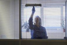 Matce z dwójka dzieci nie opłaca się wziąć pracy przy sprzątaniu . Dobrze czy źle?