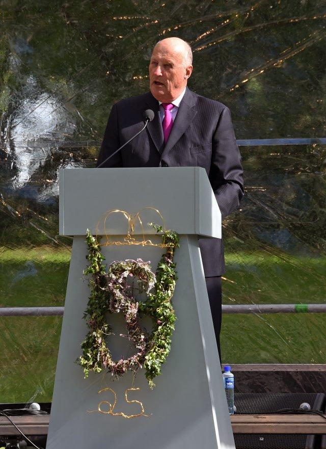 Król Harald przemawia w Oslo do 1500 zgromadzonych gości