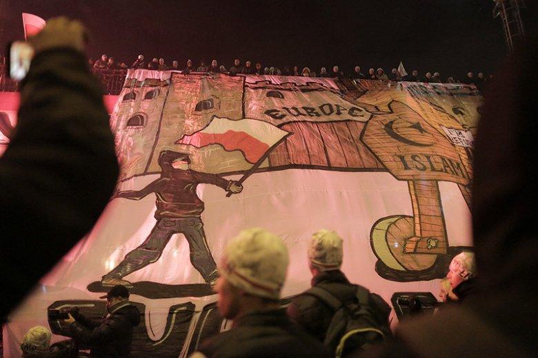 """Marokańscy kibole postanowili celnie odgryźć się """"kolegom"""" z Polski, którzy podczas Marszu Niepodległości straszyli muzułmańskimi uchodźcami."""
