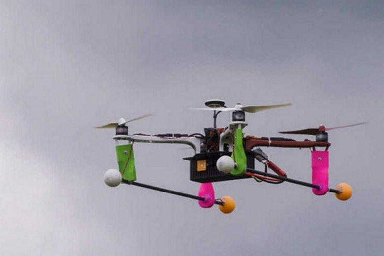 Kraków użył drona do walki ze smogiem. Na razie smog górą. Z powodu zanieczyszczeń powietrza urządzenie rozbiło się o komin.