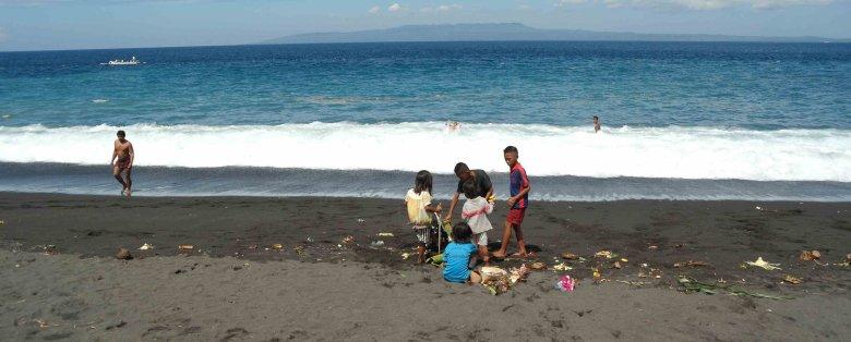 Zaśmiecone plaże Bali, Lovina