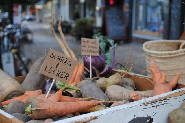 """Fot.: http://culinarymisfits.de Artykuł: """"Pokochaj brzydkie warzywa"""": Lea Brumsack i Tanja Krakowski z Berlina - Culinary Misfits (przytułek dla niechcianych, brzydkich owoców i warzyw)."""