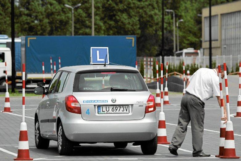 Cena kursu prawa jazdy zależna jest od regionu Polski, we wschodnich województwach szkolenie jest zwykle tańsze niż w Warszawie czy na zachodzie Polski.
