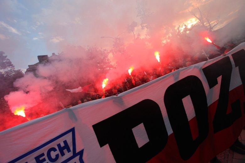 Oto jest chwila bez imienia wypalona w czasie jak w hymnie(...) K.K.Baczyński