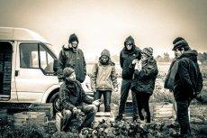 Członkowie kooperatywy z wizytą w jednym z gospodarstw, z którymi współpracują.