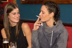 Prawo dotyczące zakazu palenia w miejscach publicznych wprowadzono z myślą o osobach, którym szkodzi bierne palenie