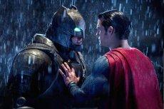 Batman i Superman kochają się i nienawidzą.