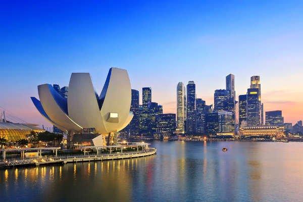 [url=http://natemat.pl/88925,polska-drugim-singapurem-byly-ambasador-waldemar-dubaniowski-musimy-postawic-na-nauki-scisle]Przykład Singapuru[/url] pokazuje, że proste prawo i podatki to podstawy sukcesu gospodarczego