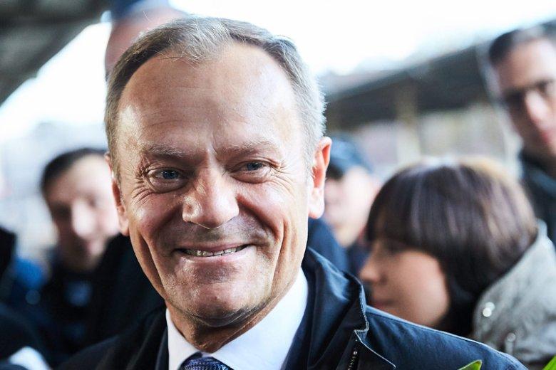 Donald Tusk coraz chętniej zajmuje pozycję lidera opozycji.