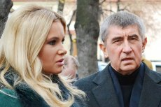 Andrej Babisz wygrywa wybory w Czechach. Na zdjęciu razem ze swojąpartnerką.
