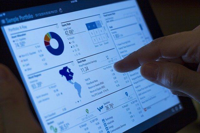 Ogrom danych można teraz zebrać w jednym miejscu i dostosować rozwiązania do klienta. Fot.[url=http://bit.ly/1LiRCWX]dawnfw[/url] / [url=http://bit.ly/1ij9Nyl]CC0[/url]