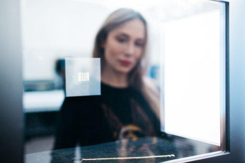 Stylowa biżuteria? Natalia chętnie szuka jej w showroomie Beller w Warszawie.