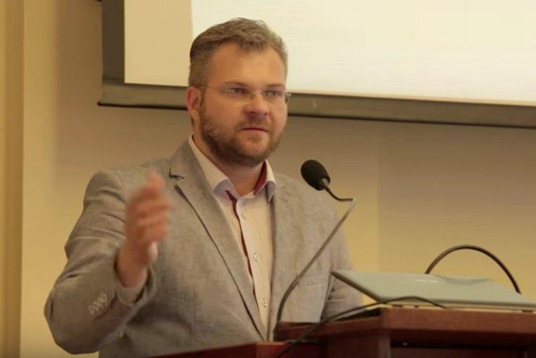 Polska żyje sprawą znęcania się nad żoną przez radnego Rafała Piaseckiego.