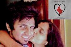 Hindusi wierzą, że pocałunek ich wyzwoli.