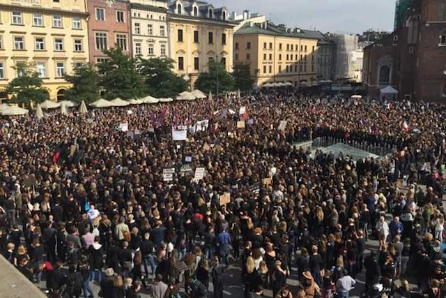 Takie tłumy protestujących zebrały się w Krakowie.