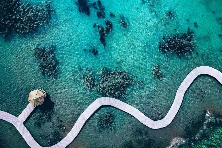 Internauci nie mogą uwierzyć, że zdjęcie przejrzystej wody nie zrobiło zrobione w tropikach.