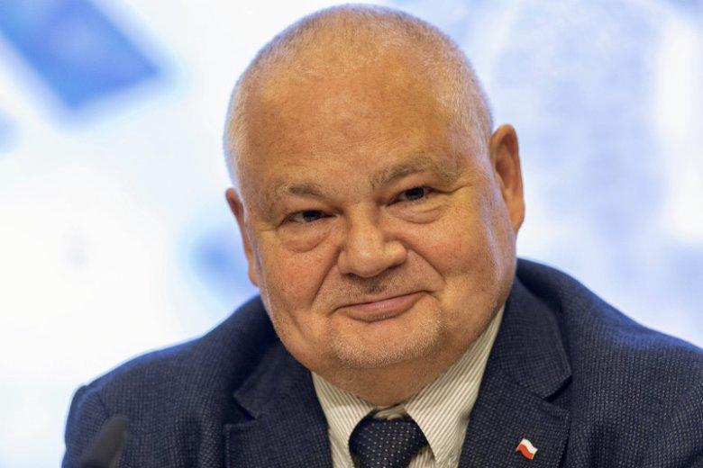 Prezes NBP Adam Glapiński po raz kolejny musiał odpowiadać na pytania dotyczące płac w NBP.