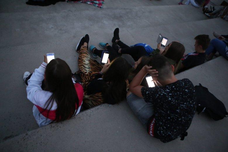 Pokolenie Z, czy też XD nie wyobraża sobie życia bez internetu.