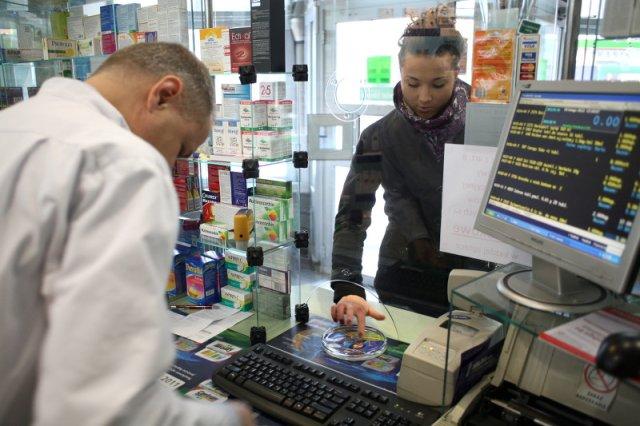 Najbezpieczniej jest kupować leki w aptece.