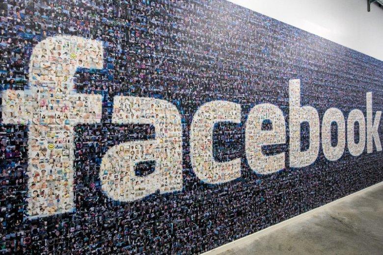 W założeniu podatek cyfrowy ma sprawić, że takie firmy jak Facebook, Google czy Uber zaczną płacić podatki tam, gdzie zarabiają pieniądze na swojej działalności.