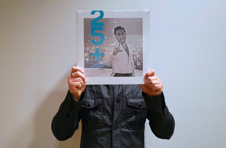 """Nowa płyta """"25+"""" (wyd. Agora) już w sklepach. Posłuchaj przebojów Andrzeja Piasecznego, wykonanych na żywo, z wielką klasą"""