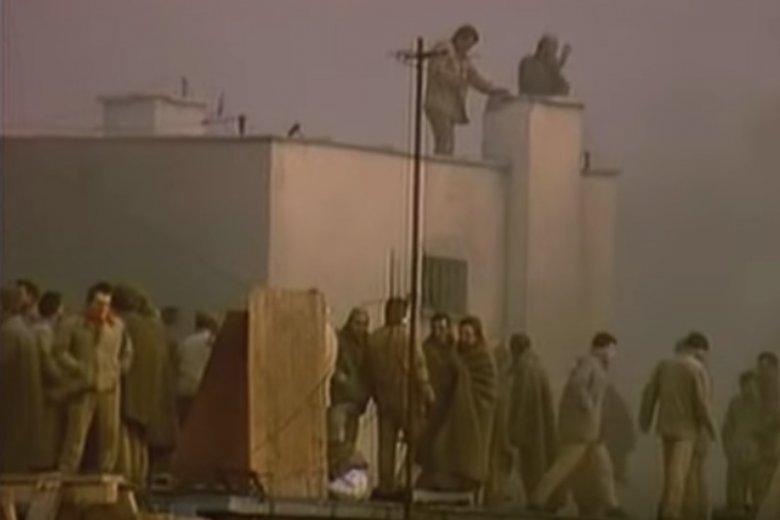 Kadr z filmu dokumentalnego o buncie w polskich więzieniach.