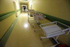 """Rodziców """"porwanego"""" dziecka nadal szuka policja, a lekarze z białogardzkiego szpitala dostają pogróżki."""
