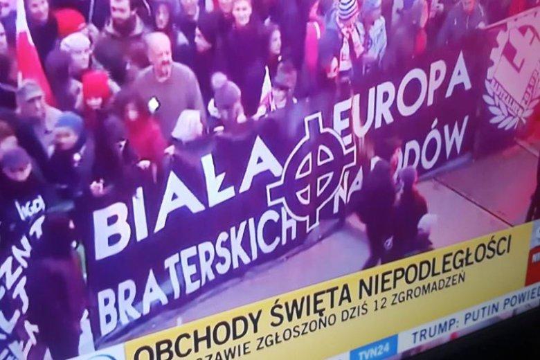 Taki transparent można było zobaczyć podczas Marszu Niepodległości. W internecie wybuchła właśnie dyskusja o symbolice krzyża celtyckiego.