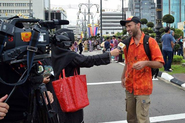 W Brunei rozmowę z Tomaszem Dworczykiem przeprowadziła telewizja.