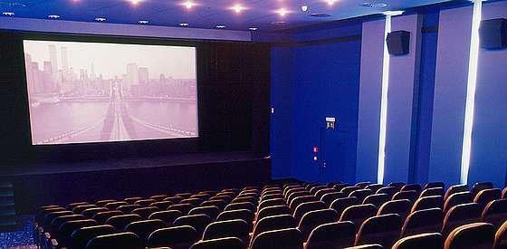 Nie we wszystkich kinach wyświetlane są premiery najnowszych filmów.