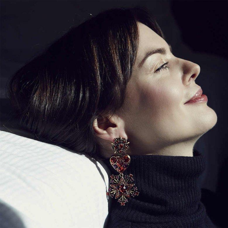 Marta Krajenta, przyjaciółka butiku w kolczykach Oscara de la Renty