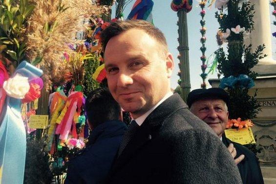 Kandydat PiS na prezydenta Andrzej Duda odwiedził w niedzielę palmową Lipnicę Murowaną, w której co roku odbywa się konkurs na największą palmę.