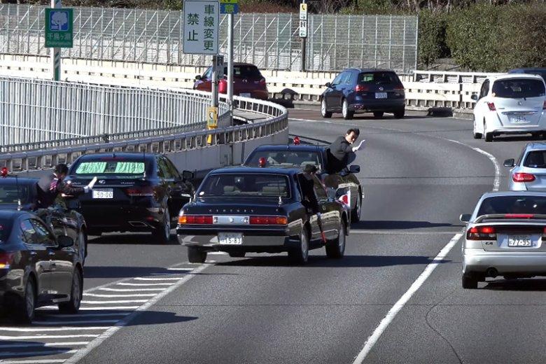 Tak wygląda ochrona japońskich przywódców na drodze. Gdyby taką miała premier Beata Szydło, dziś byłaby cała i zdrowa...