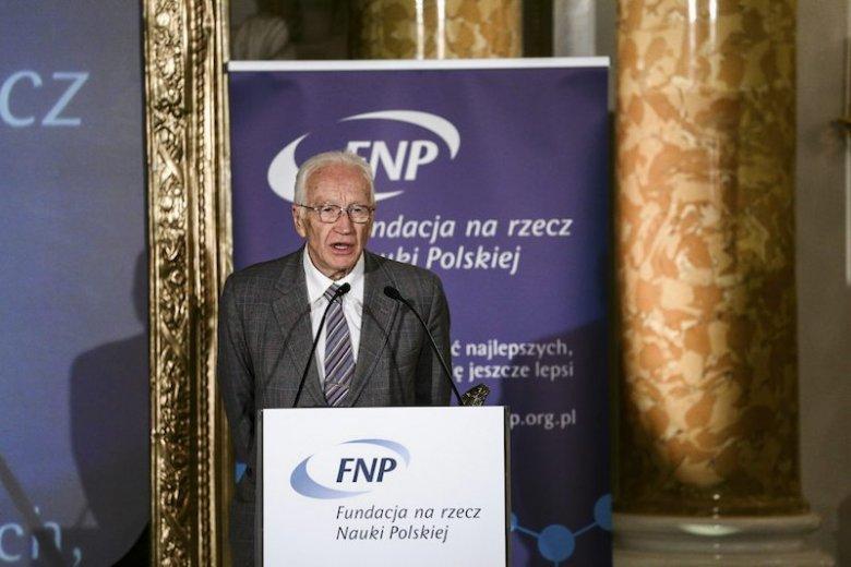 Profesor Iwo Białynicki-Birula podczas gali wręczenia nagród Fundacji na rzecz Nauki Polskiej.