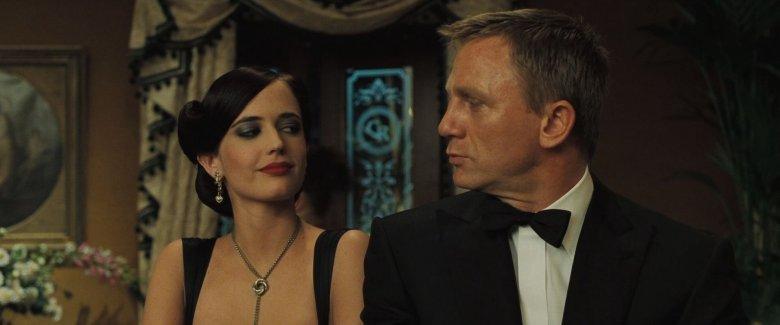 Uważa się, że słynna dziewczyna Bonda, Vesper Lynd, posiada wiele cech Krystyny Skarbek