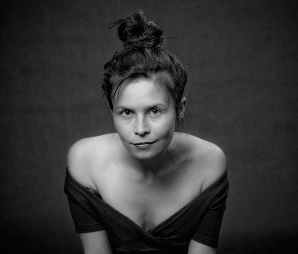 Magdalena jest aktorką i wokalistką, a także blogerką naszego serwisu.