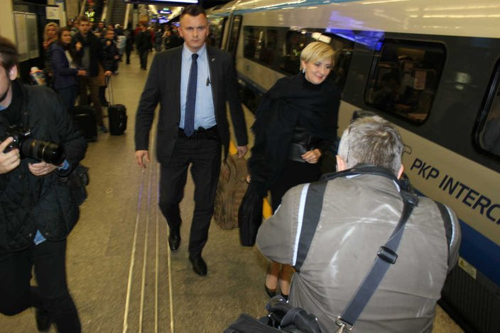 Agata Duda regularnie jeździ do Krakowa, gdzie odwiedza chorego ojca - Juliana Kornhausera.